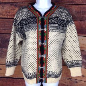Dale of Norway wool sweater pewter clasps. Medium.